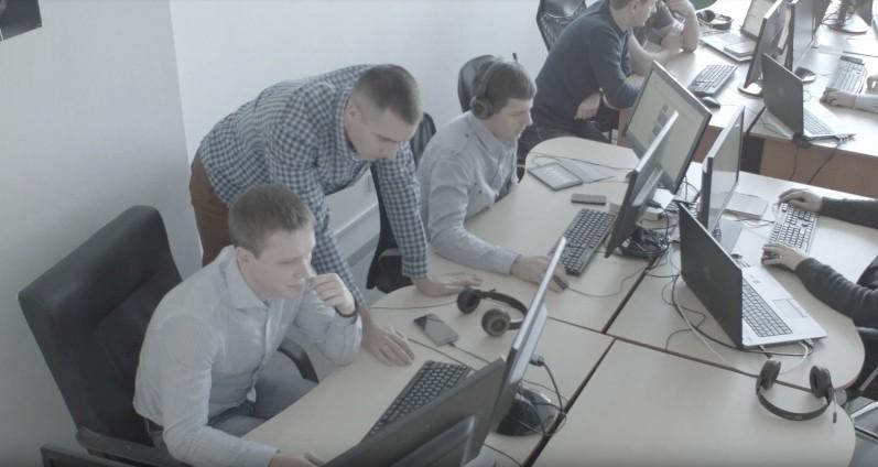 dedicated-team-software-developers-team-at-work