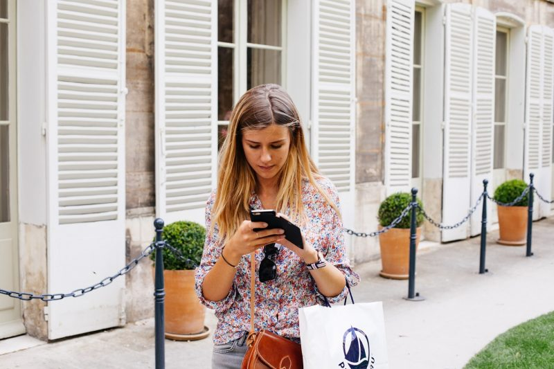 girl-with-smartphone-on-the-street-using-chatbot-apps
